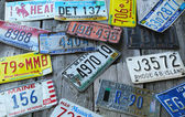 Old car license plates on the wall in Bar Harbor — Stock Photo
