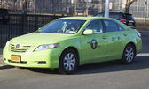 "New green-colored ""Boro taxi"" in Brooklyn — ストック写真"