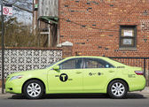 "New green-colored ""Boro taxi"" in Brooklyn — Zdjęcie stockowe"