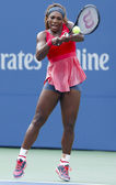Sixteen times Grand Slam champion Serena Williams during fourth round match at US Open 2013 against Sloane Stephens — 图库照片