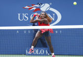 Sixteen times Grand Slam champion Serena Williams during fourth round match at US Open 2013 against Sloane Stephens — Stockfoto