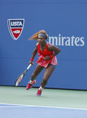 Sixteen times Grand Slam champion Serena Williams during fourth round match at US Open 2013 against Sloane Stephens — Stok fotoğraf