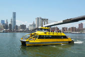 New York City Water Taxi under Brooklyn Bridge — Stock Photo