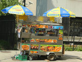 Street vendor cart in Manhattan — Stock Photo