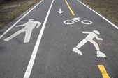Bicycle and pedestrian path or Greenway along Belt Parkway in Brooklyn, NY — Stock Photo