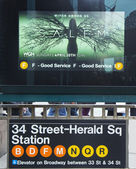 34 Street - Herald Square Subway Station entrance in NYC — Stock Photo