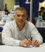 New York Yankees General Manager Joe Girardi during autographs session in New York — Stock Photo