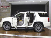 2015 GMC Yukon  XL Denali SUV at the 2014 New York International Auto Show — Stock Photo