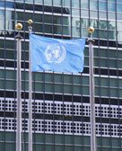 United Nations Flag in the front of UN Headquarter in New York — Stock Photo