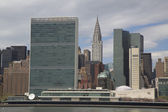 The United Nations building and Chrysler building in midtown Manhattan — Stock Photo