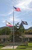 Flagi uhonorowanie weteranów wojny wszystkich weteranów domu california w mieście yountville, napa valley — Zdjęcie stockowe