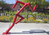 Can't stop statue at public art walk in town of Yountville, California — Stock Photo