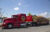 The Famous Idaho Potato Tour with The World s Largest Potato on Wheels — Stock Photo
