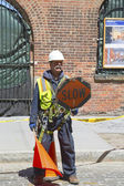 Construction worker regulate traffic in Brooklyn — Stock Photo