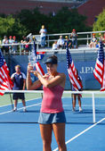 US Open 2013 girls junior champion Ana Konjuh from Croatia during trophy presentation — Стоковое фото