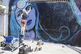 街头艺术家绘画的壁画,在布鲁克林的威廉斯堡 — 图库照片