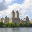 Постер, плакат: Eldorado Building and Jacqueline Kennedy Onassis Reservoir with Manhattan skyline