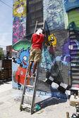 Mural de pintura de artista callejero en williamsburg en brooklyn — Foto de Stock