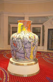 Amphora by Viola Frey at the Wynn Esplanade at the Wynn Hotel and Casino — Stock Photo