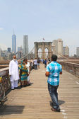 Tourists taking pictures on the Brooklyn Bridge — Stock Photo
