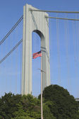 American flag in the front of Verrazano Bridge in Staten Island — Stock Photo