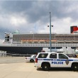 Port Authority Police New York New Jersey K-9 unit providing security for Queen Mary 2 cruise ship — Stock Photo #49039879
