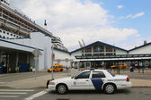 US Department of Homeland Security US Customs and Border Protection providing security for Queen Mary 2 cruise ship — Stock Photo