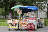 在曼哈顿的街头小贩车 — 图库照片