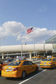 New York Taxi line next to JetBlue Terminal 5 at John F Kennedy International Airport in New York — Stock Photo