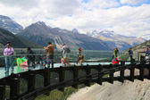 Tourists at the Glacier Skywalk in Jasper National Park — Stock Photo