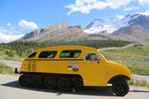 Historical snowmobile in Jasper National Park in the Columbia Icefields, Canada — Stock Photo