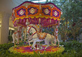 Floral animated carousel in the atrium of Wynn Hotel and Casino in Las Vegas — Stock Photo