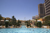 The pool at The Wynn Encore Casino in Las Vegas — Stock Photo