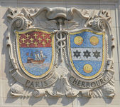 Mosaic shields of renowned port cities Paris and Cherbourg  at the facade of United States Lines-Panama Pacific Lines Building — Stock Photo