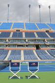 Arthur ashe stadion at de billie jean king national tennis center klaar voor ons open toernooi — Stockfoto