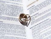 Wedding Rings and Marriage Certificate — Fotografia Stock