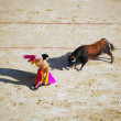Bullfighter and black bull in action — ストック写真