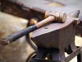 Anvil and hammer — Stock Photo