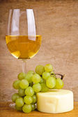White wine, grapes and cheese — Foto Stock