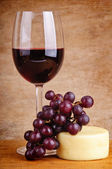 Red wine, grapes and cheese — Stock Photo