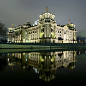 Berlin reichstag at night — Stock Photo