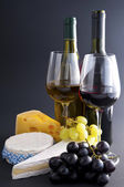 Cheese, wine, grapes — Stock Photo