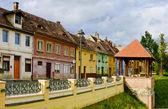 Farbige häuser in hermannstadt, siebenbürgen — Stockfoto