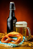 Bretzel and beer — Stock Photo