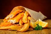 традиционные рыба и чипсы — Стоковое фото