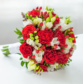 Beautiful bouquet of red rose — Stock Photo