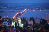 The evening city of Saratov with the bridge through the Volga Ri — Stock Photo