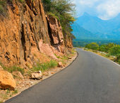 Winding road in the mountains, india, kerala — Stockfoto
