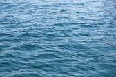 Weak ripples on blue water — Stockfoto