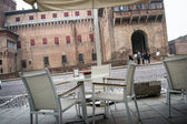 Snack bar in front of the castle of Ferrara — Stock Photo